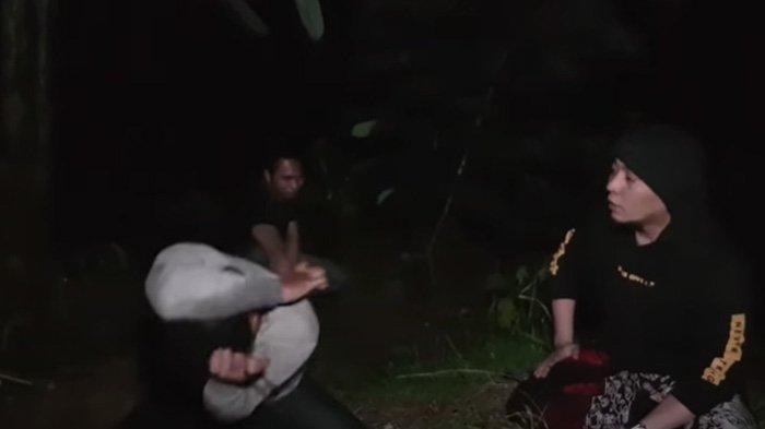 Ustaz Ujang Busthomi Baca Sholawat Nabi Lalu Datangi Tempat Mandi 40 Bidadari di Gunungkarung