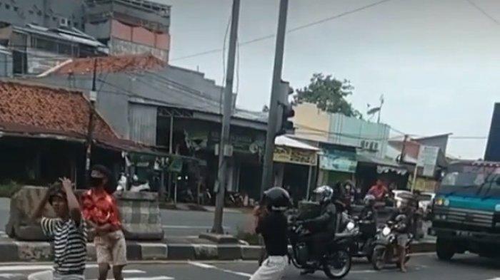 Video Anak Jalanan Joget di Lampu Merah Jalur Pantura Indramayu Viral di Medsos, Netizen Geram