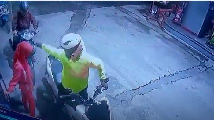 Pemotor Arogan Isi BBM di Pom Bensin Padalarang, tapi Enggak Mau Ngantre, Petugas SPBU Digampar