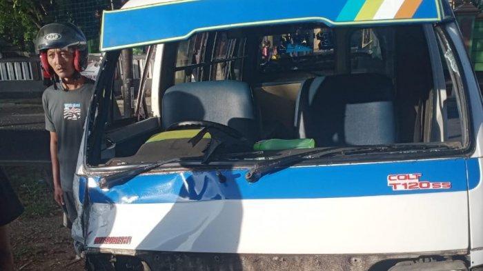 Adu banteng angkot dan motor Jalan Raya Sindangagung Desa Purwasari, Kuningan, Senin (11/7/2021)