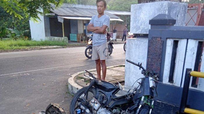Adu Banteng Motor dan Mobil Angkot di Kuningan, Pemotor Tewas dan Sepeda Motornya Hancur Berkeping