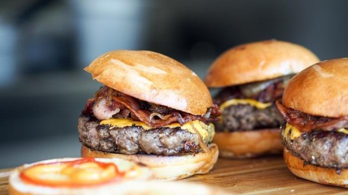 Ilustrasi burger - beredar isu burger KFC mengandung babi