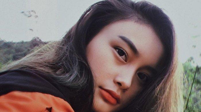 Foto KTP-nya Viral, Ternyata Gadis Cantik Ini Difoto Beberapa Saat Setelah Bangun Tidur