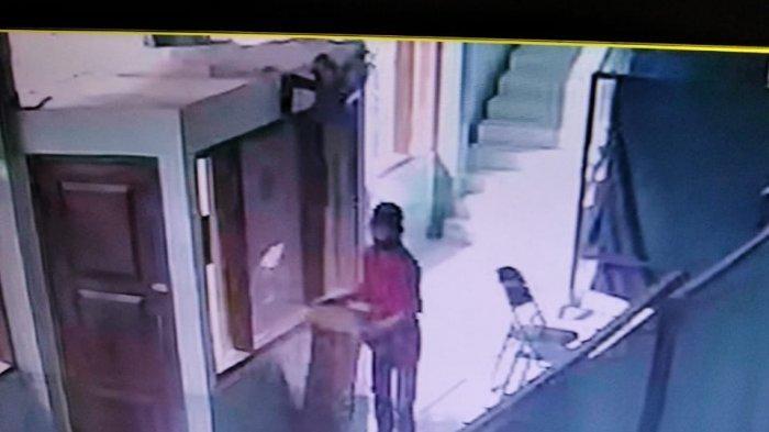 VIRAL Pedagang Cuanki Tak Jadi Maling Kotak Amal Masjid di Sukabumi, Aksinya Terekam CCTV