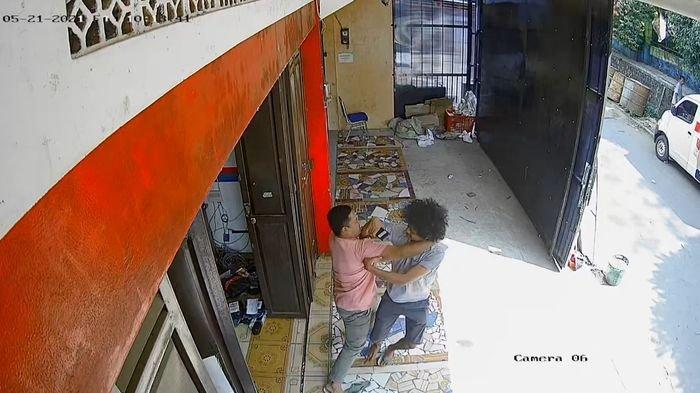 VIRAL Polisi Duel dengan Pengedar Ganja Saat Penangkapan di Jampangkulon Sukabumi