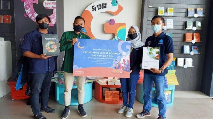 Wakaf Alquran, Salah Satu Program Berbagi Berkah di Bulan Ramadan Bersama Gramedia Cipto Cirebon