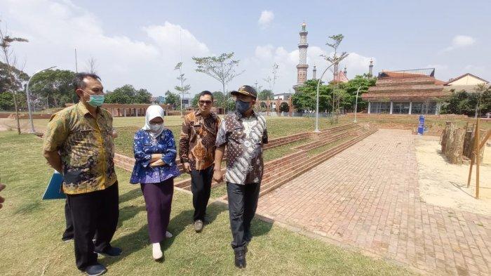 Sidak Alun-alun Kejaksan, Wali Kota Cirebon Bakal Tambah Spot Swafoto untuk Wisatawan