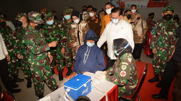 Wantimpres RI Agung Laksono Apresiasi Serbuan Vaksinasi Kodam III/Siliwangi di GOR Junjang Cirebon