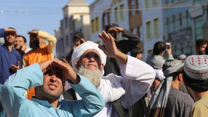 Taliban Gantung Mayat pada Sebuah Crane di Alun-alun Kota Afghanistan, Ini Penyebabnya