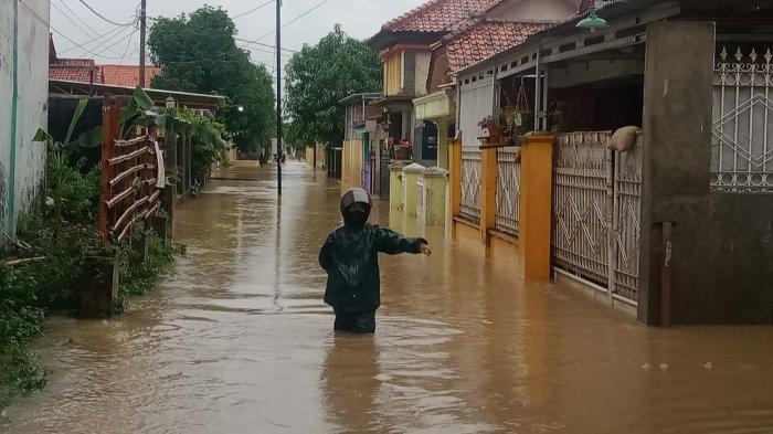 8 Kecamatan di Kabupaten Cirebon Dilanda Banjir, Rumah, Sekolah, Musala Hingga Masjid Terendam Air