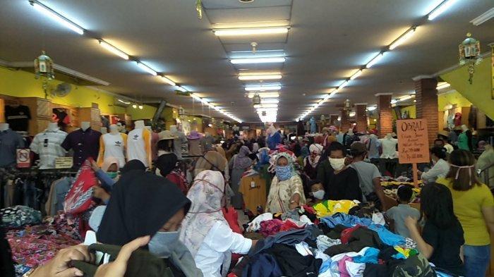 Ribuan Warga dari Berbagai Wilayah Serbu Pusat Perbelanjaan di Kota Sukabumi, Katanya Sambut Lebaran