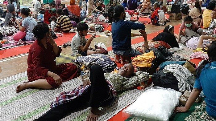 Pemkab Indramayu Diminta Fasilitasi Siswa Kelas XII yang Mengungsi di GOR Bumi Patra Tetap Ikut UN