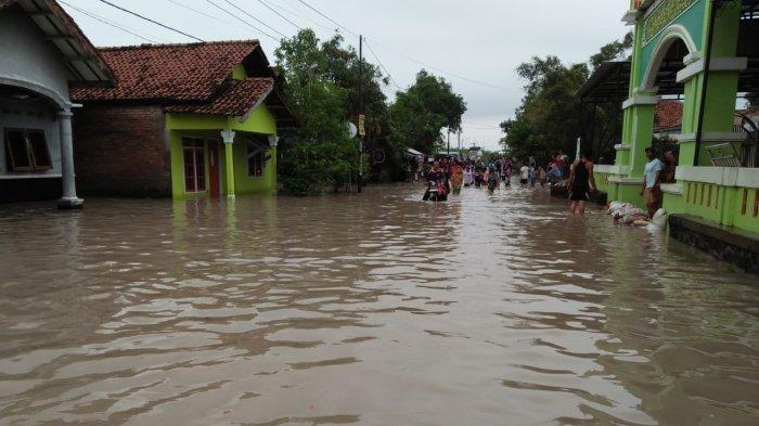 Diguyur Hujan Deras Semalaman, Sejumlah Wilayah di Kabupaten Cirebon Terendam Banjir