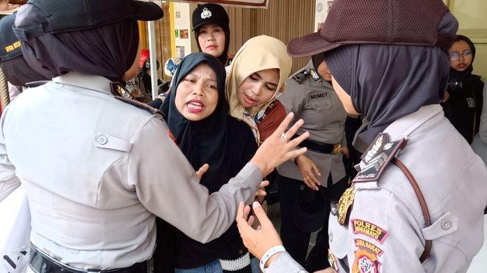 Ditemukan Pocong-pocongan & Tiner Pada Aksi Tolak Revisi UU KPK, Kapolres Indramayu Curiga Hal Ini