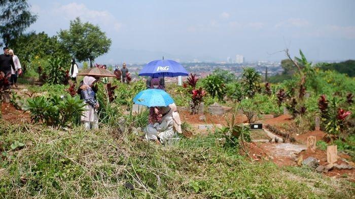 BERANTAS PUNGLI, Ridwan Kamil Sebut Polisi Akan Diterjunkan ke Tempat Pemakaman Covid-19