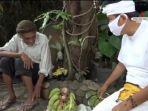 abah-okib-kakek-penjual-pisang-dan-dedi-mulyadi.jpg