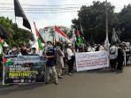 aksi-damai-bela-palestina-di-depan-dprd-kota-cirebon.jpg