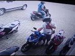 aksi-pencuri-motor-di-kuningan-terekam-cctv.jpg