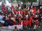 aksi-unjuk-rasa-mahasiswa-di-kuningan22.jpg