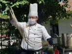 chef-saat-membuat-adonan-mie-tarik1.jpg