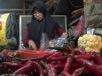 dewi-50-pedagang-sayur-di-pasar-baru-indramayu-cabai-mahal.jpg