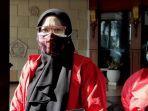 emak-emak-3-anak-di-gresik-berjihad-jadi-relawan-pemulasaraan-jenazah-sempat-ditentang-keluarga.jpg