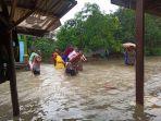 evakuasi-korban-banjir-sumuradem.jpg