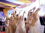 foto-resepsi-pernikahan-bareng-seorang-ibu-dengan-tiga-anak-perempuannya-di-rajadesa-ciamis.jpg