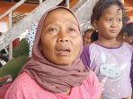 ibu-di-indramayu-ini-tak-sanggup-sembunyikan-khawatiran-anaknya-jadi-korban-tabrakan-kapal.jpg