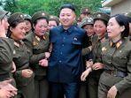kim-jong-un-dikelilingi-perempuan.jpg