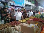 kunjungan-bupati-bareng-forkoninda-di-pasar-tradisional-kuningan2.jpg