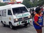 mobil-ambulan-ditabrak-emak-emak-di-semarang-hingga-kaca-mobil-pecah.jpg