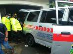 mobil-ambulans-pedagang-bakso-meninggal-mendadak.jpg