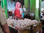 pedagang-daging-ayam-di-pasar-sindangkasih.jpg