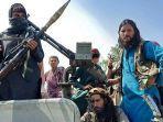 pejuang-taliban-duduk-di-atas-kendaraan-di-sebuah-jalan-di-provinsi-laghman-afghanistann.jpg