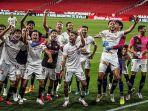 pemain-sevilla-merayakan-kemenangan-atas-real-betis-2-0.jpg