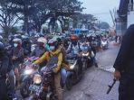 pemudik-memadati-jalur-pantura-tepatnya-di-jalan-otista-kecamatan-weru-kabupaten-cirebon.jpg