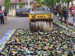 pemusnahan-ribuan-botol-miras-berbagai-merk-di-mapolres-majalengka.jpg