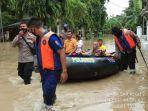 personel-ditpolairud-polda-jabar-saat-membantu-warga-terdampak-banjir1.jpg
