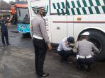 petugas-gabungan-di-majalengka-cek-kesiapan-kendaraan-angkutan-umum-disaat-libur-panjang.jpg
