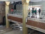 plafon-di-ruang-utama-salat-masjid-islamic-center-indramayu-syekh-abdul-manan-runtuh2.jpg