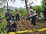 polisi-di-lokasi-penemuan-mayat-perempuan-yang-terbungkus-karung-di-kampung-sukalaksana.jpg