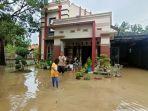 rumah-mewah-banjir-sungai-cimanuk-jumat-1512021.jpg