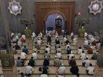 salat-tarawih-di-masjid-raya-at-taqwa-kota-cirebon.jpg