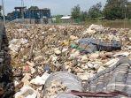 sampah-yang-menumpuk-di-pintu-air-sungai-cimanuk-indramayu.jpg