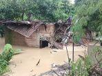 satu-rumah-di-indramayu-hancur-dihantam-luapan-sungai-cimanuk-beruntung-korban-selamat.jpg