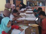 sejumlah-anak-saat-tengah-mengakses-wifi-untuk-mengerjakan-tugas-sekolah.jpg