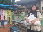sejumlah-warga-di-kabupaten-majalengka-menerima-bantuan-sembako-dari-baznass.jpg