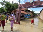 sejumlah-warga-tampak-beraktivitas-di-desa-cilengkrang-kecamatan-pasaleman-kabupaten-cirebon.jpg