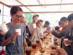 suasana-kegiatan-cupping-kopi-di-otaku-coffee2.jpg